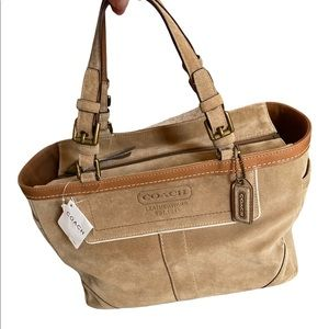 New with Tag Coach (8B03) Hamptons Gallery Tan Suede and Leather Tote